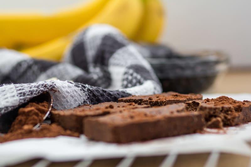 Beitragsbild High Carb Low Fat Proteinriegel Bohne Schoko Banane